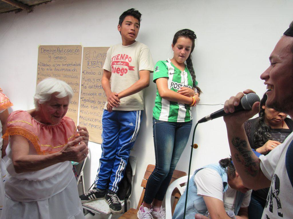 Les femmes, les enfants, les jeunes et les minorités ethniques ont subi de façon disproportionnée des violations de leurs droits humains au cours des 50 dernières années de conflit. Notre travail en Colombie met l'emphase sur la promotion des droits humains et sur l'éducation pour outiller les communautés, surtout les femmes, les enfants et les jeunes, à s'engager dans le processus de paix.